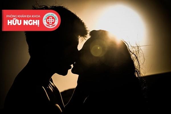 Hôn môi, hôn sâu cũng có thể mắc bệnh giang mai ở miệng