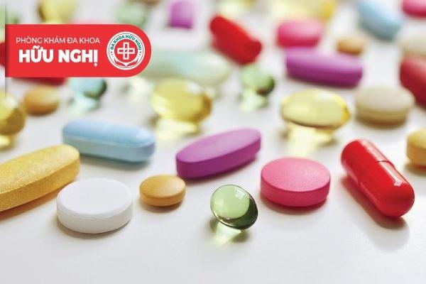 Sử dụng thuốc bôi và uống chữa trị mụn rộp sinh dục